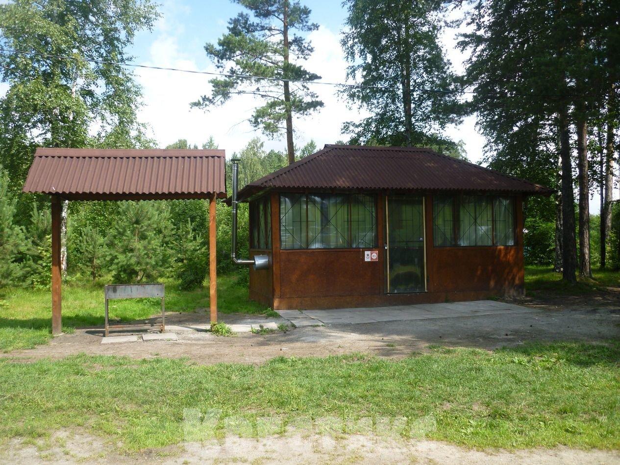 Беседка № 1 в парке отдыха на озере Чемоданчик в Академическом