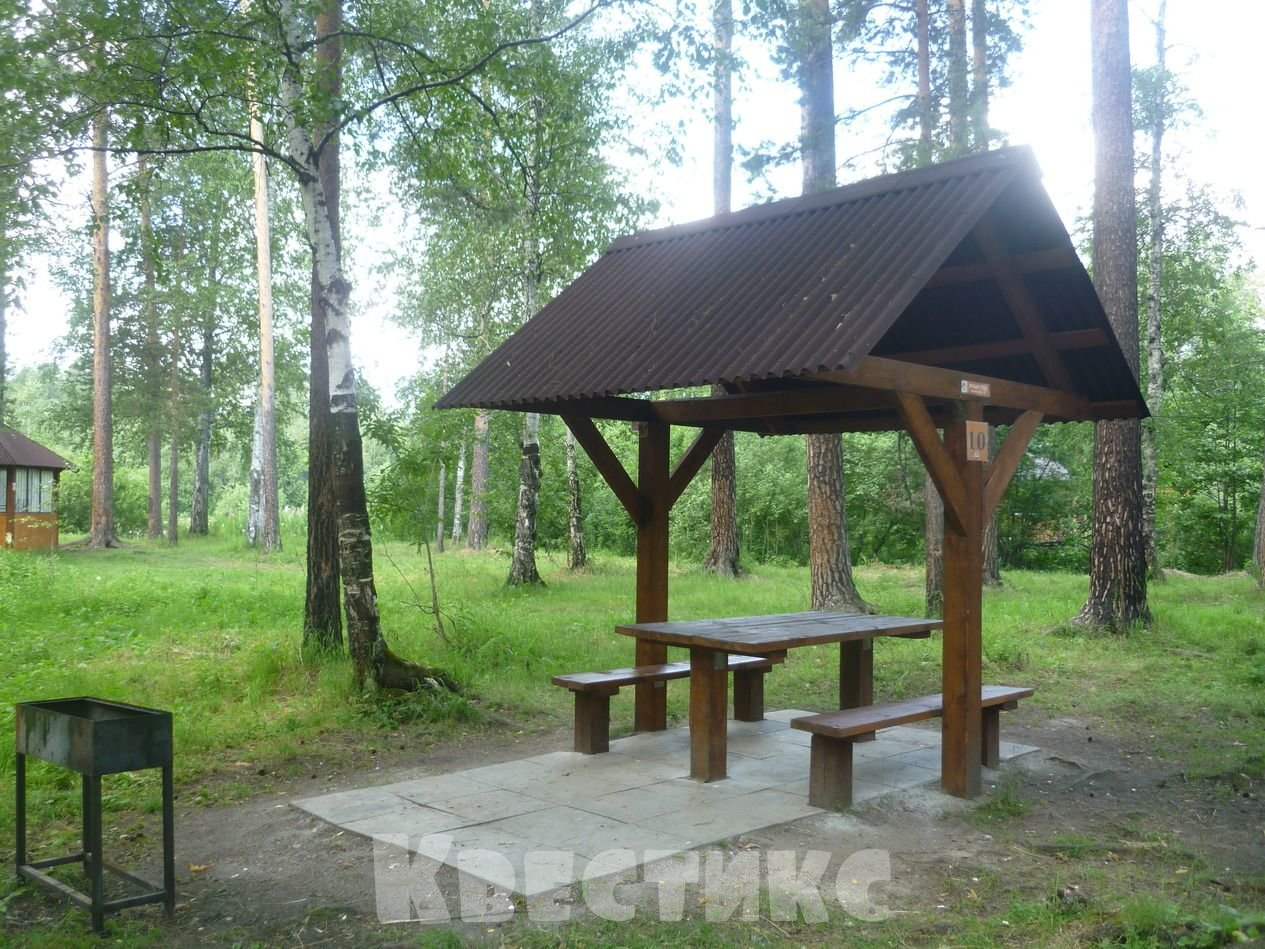 Беседка № 10 в парке отдыха на озере Чемоданчик в Академическом