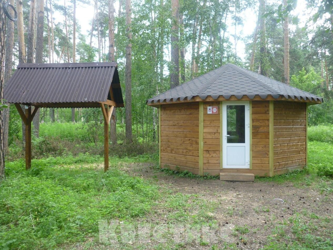 Беседка № 28 в парке отдыха на озере Чемоданчик а Академическом
