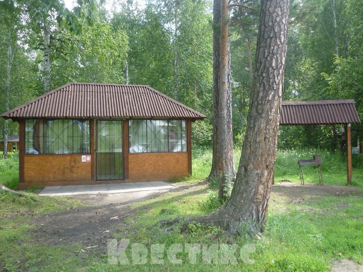 Беседка № 7 в парке отдыха на озере Чемоданчик в Академическом