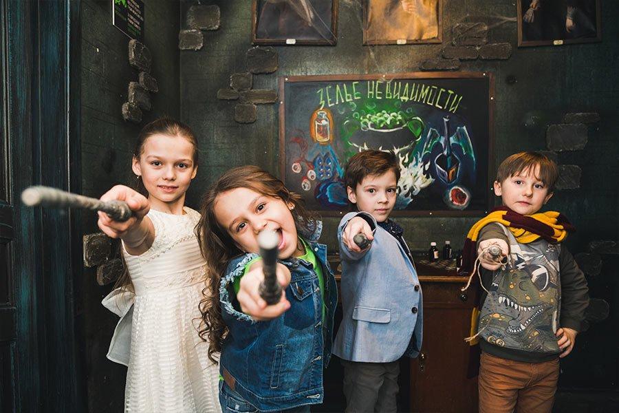 Школы и центры по магии где он гадание одна карта